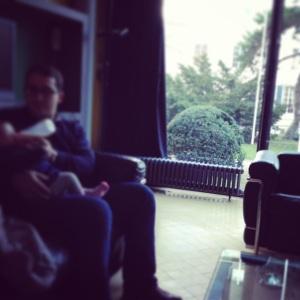 Goûter père-fille dans le salon du Pavillon Suisse